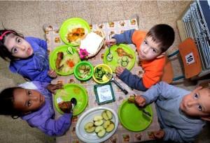 קייטרינג ילדים אוכלים